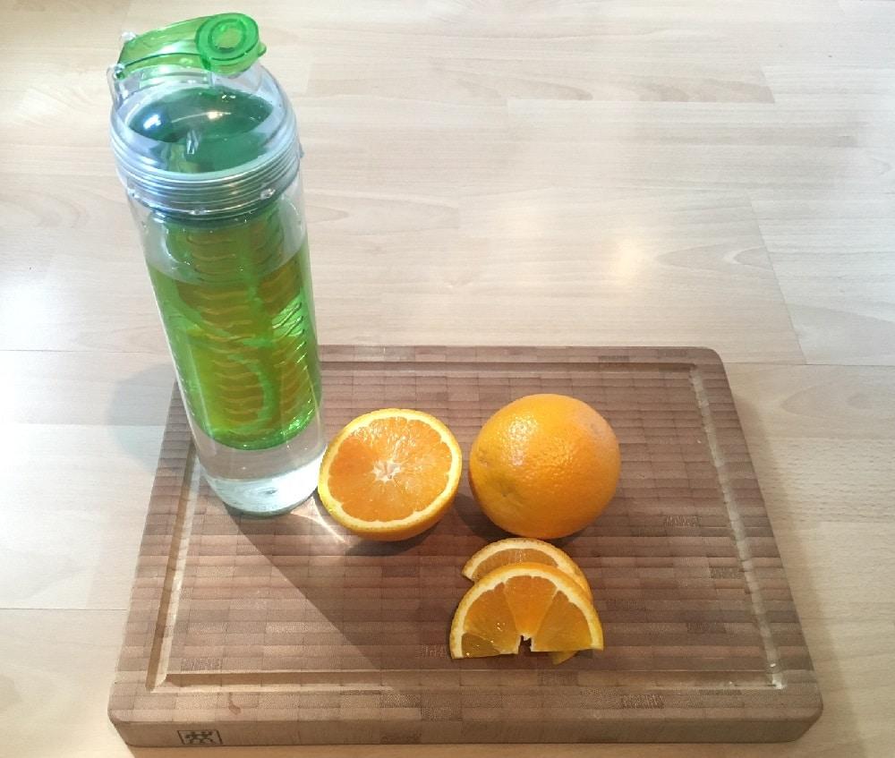 Trinkflasche Mit Früchteeinsatz Oder Fruchtbehälter
