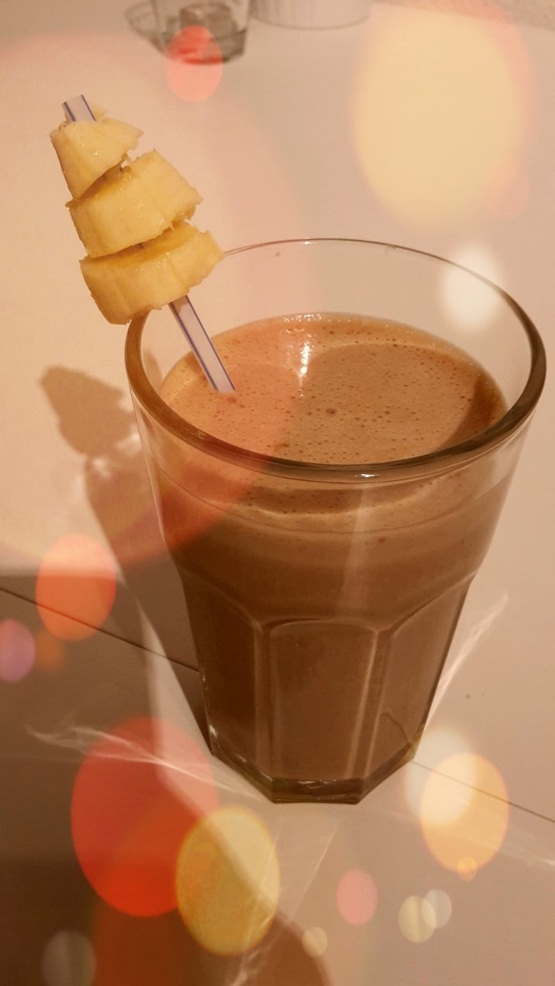 Sophia Thiel Rezept After-Workout-Shake Bananen-Schoko-Protein-Smoothie