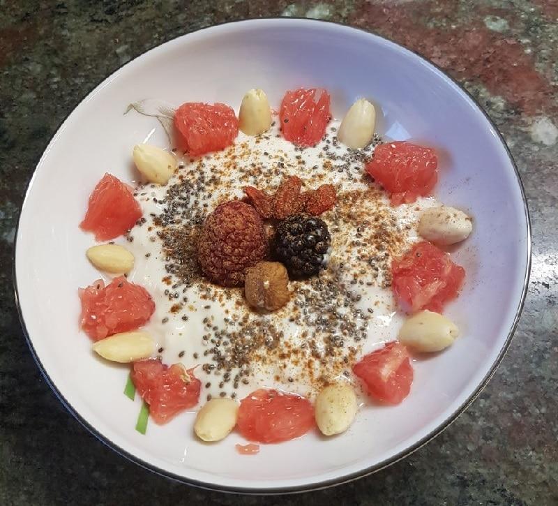 Sophia Thiel Rezept Frühstück - Sojajoghurt light mit Grapefruit und Mandeln